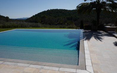 BLR International - piscine miroir à débordement périphérique